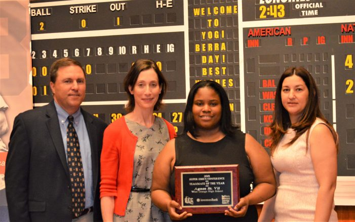 Agnes St. Vil Awarded Investors Bank Best Teammate Award