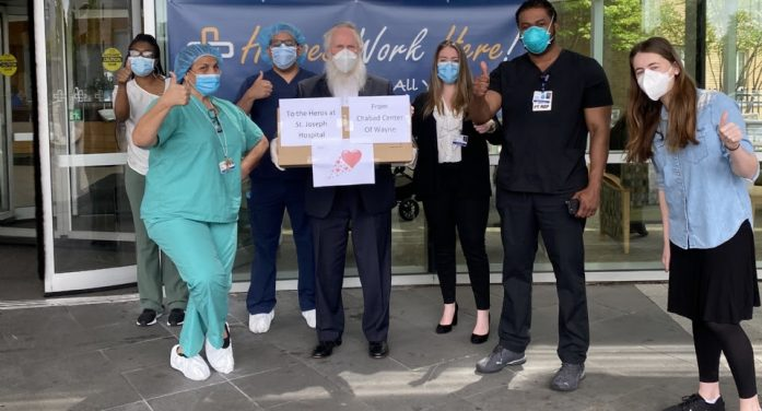 Passaic Chabad Center Donates Masks